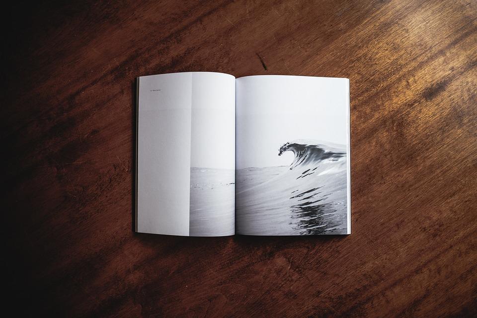 libros en blanco y negro
